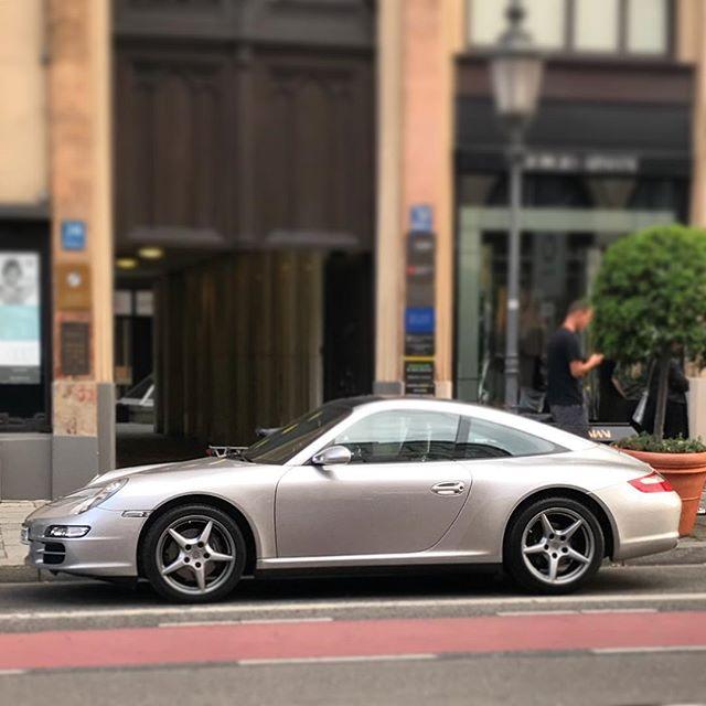 Silver Porsche 977