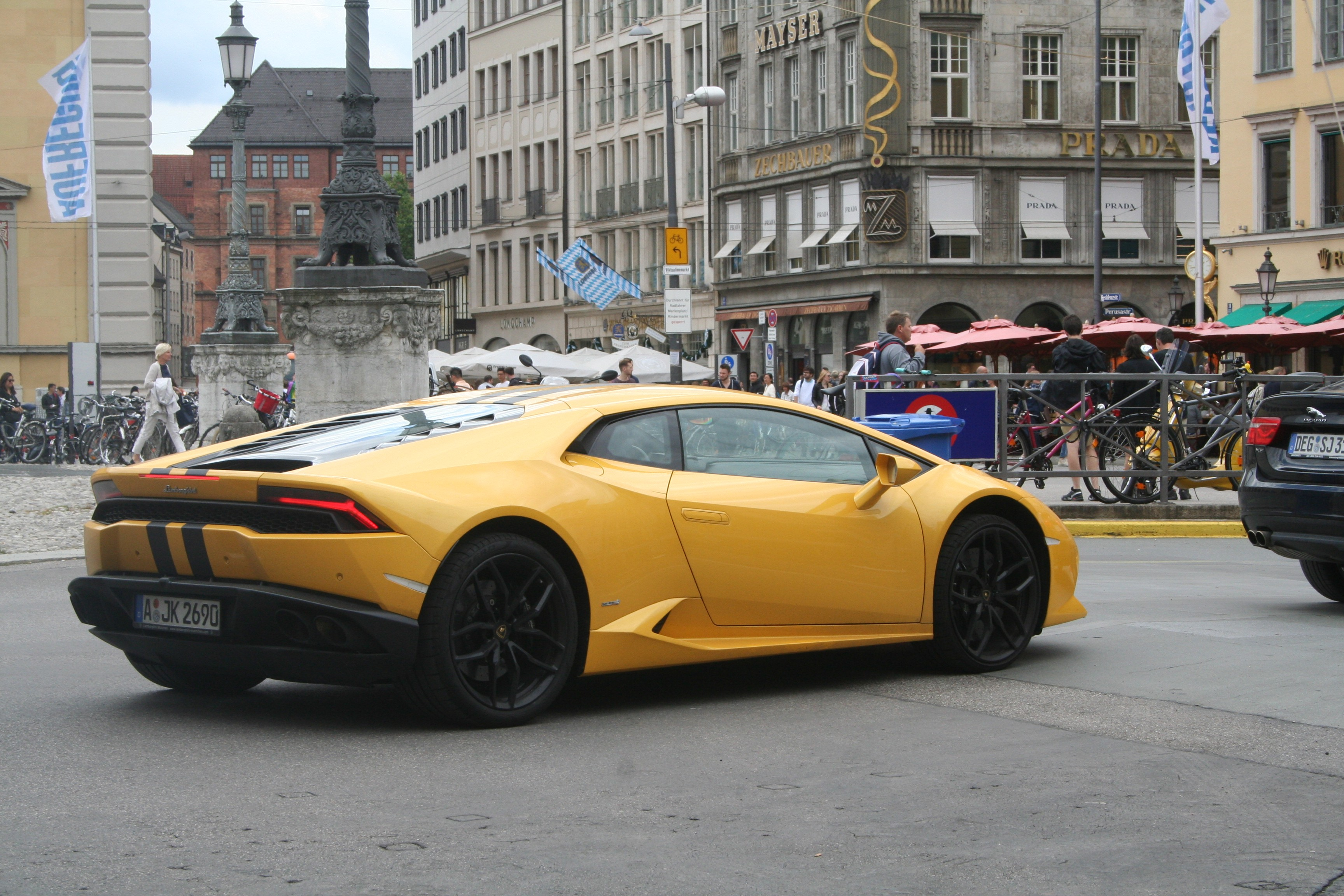 Lamborghini Huracán in yellow